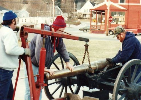 Setting cannon with engine jack