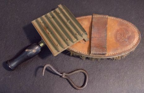 brush-comb-pick